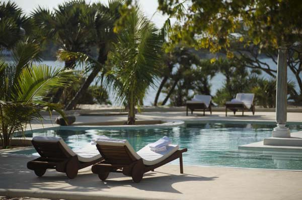 kusi-villa-pool-detail-majlis-lamu